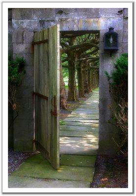 افتح الباب ادخل ثم اخرج